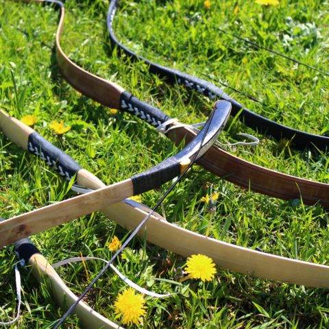 What are the benefits of a recurve bow?