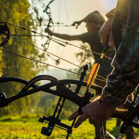 How to adjust the draw length of a compound bow